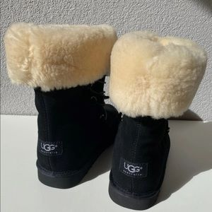 UGG Deme boots 5207 sz 4